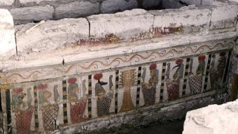Un llibre recull les troballes que s'han fet a la principal tomba d'Oxirinc